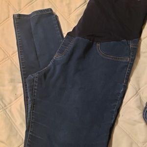 Full panel maternity jeans. Skinny leg